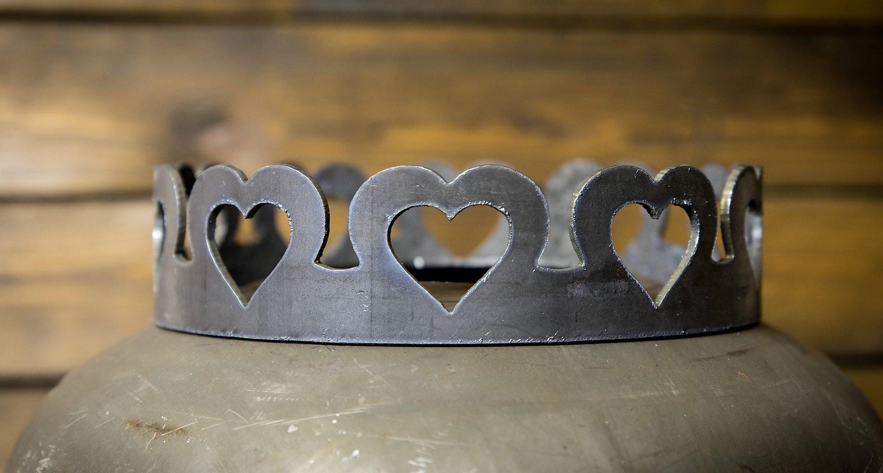 Feuerstelle mit Wunschmotiv und Krone Herzchen